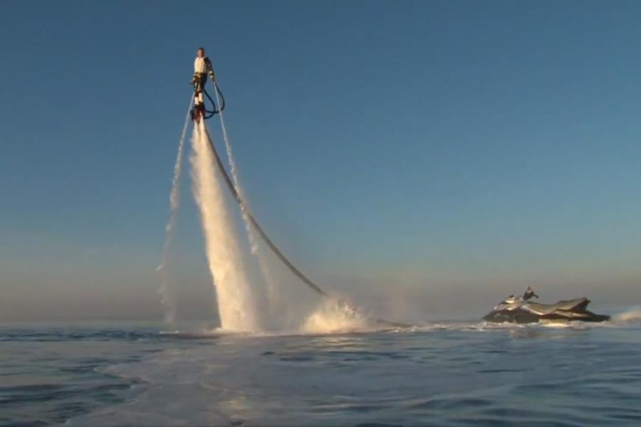 2012年十大有趣的发明--喷水背包